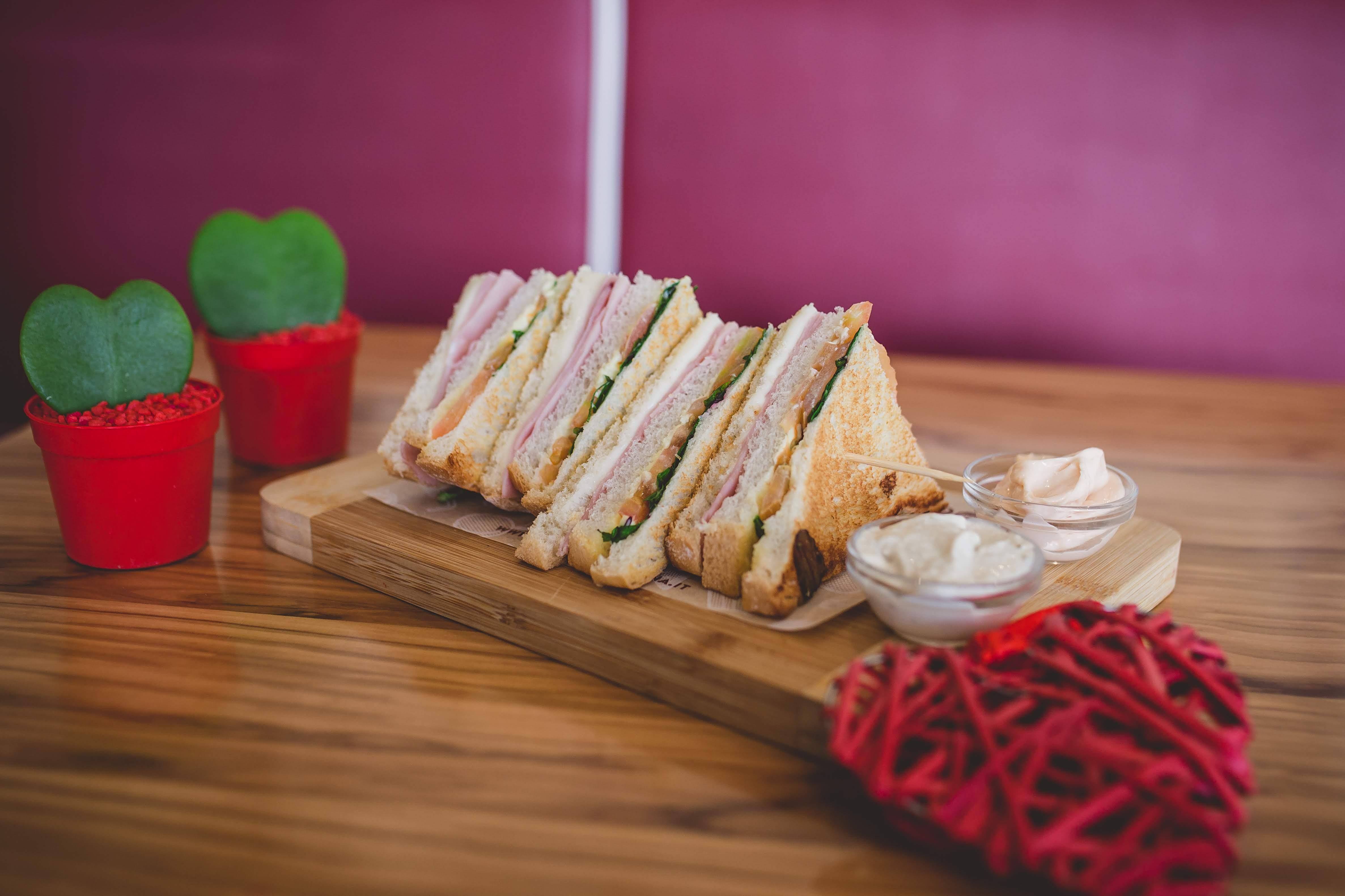 toasteria italiana club sandwich san valentino 3